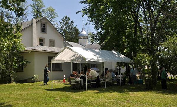 7 июня - Нануэт, Нью-Йорк: В Новодивеевском монастыре после реставрации освящен освящен зал приемов