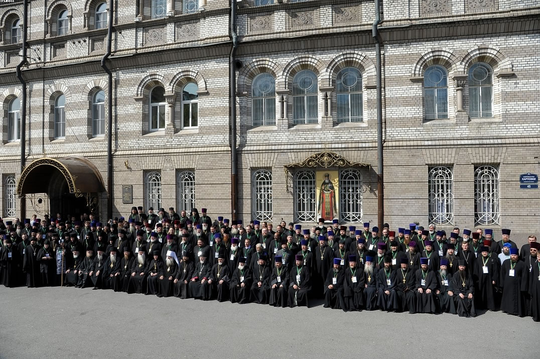 Благочинный Нью-Йоркского округа принимает участие в юбилейных торжествах, посвященных 25-летию канонизации праведного Иоанна Кронштадтского. Общее фото участников
