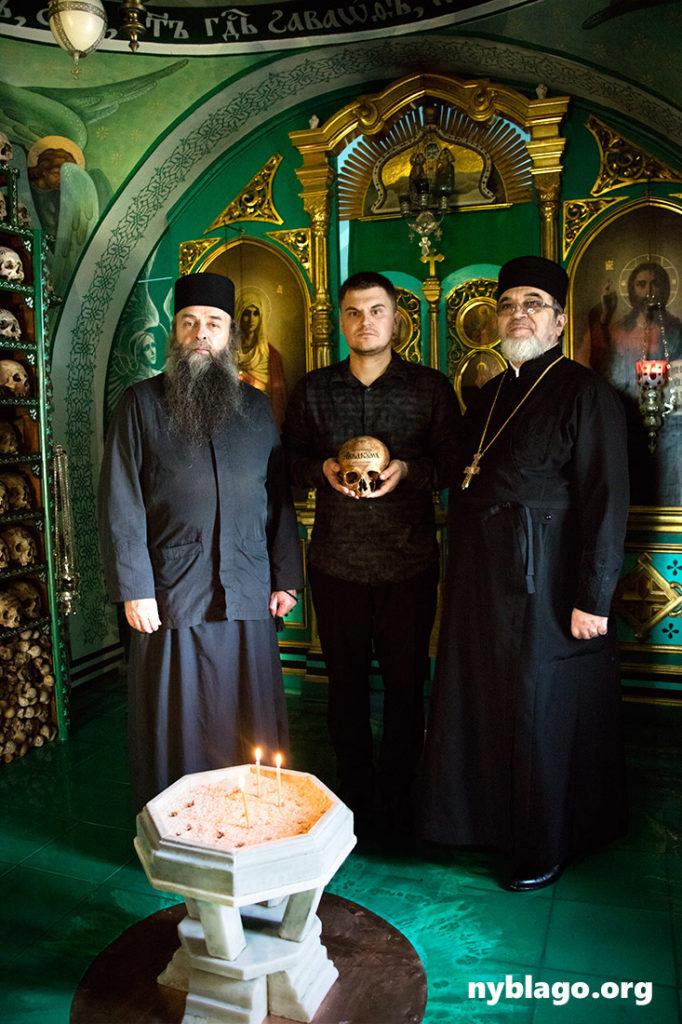 С Америки на Афон передана икона святителя Мардария с частью мощей