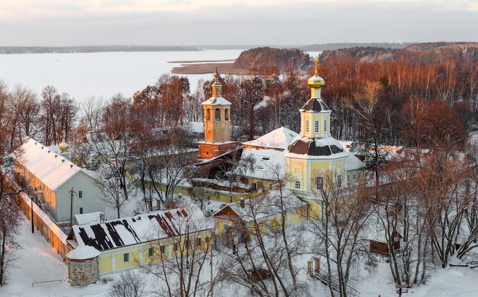 Житенный Смоленский монастырь на озере Селигер